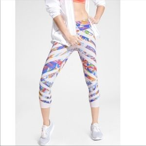 athleta kaleidoscope sonar capri leggings. 💓